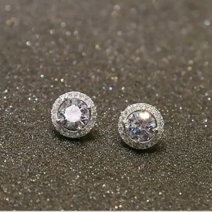 Jewelry - Gorgeous White Gold Plated ear stud earrings